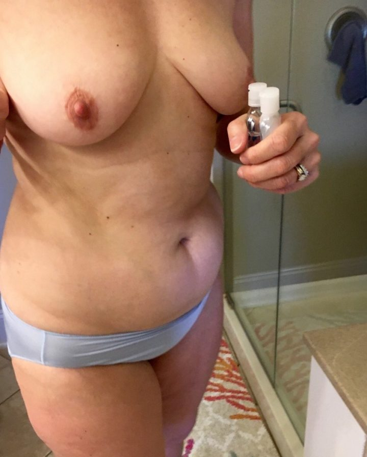 Amateur wife and mom @hotlizzy912 pics