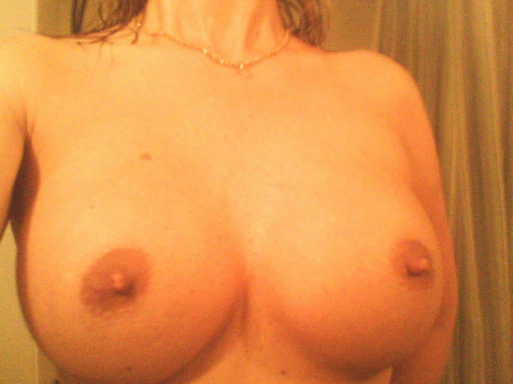 big tits selfie from real amateur girl